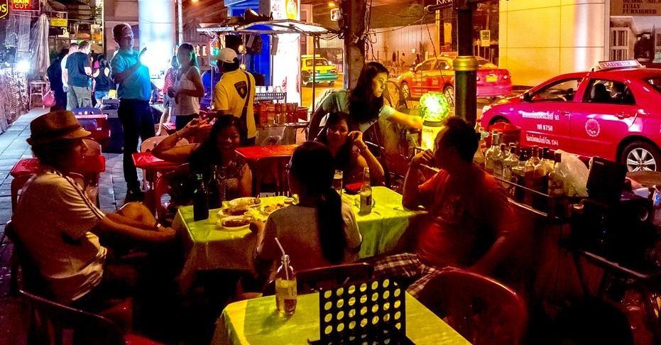 バンコクの路上バーの画像