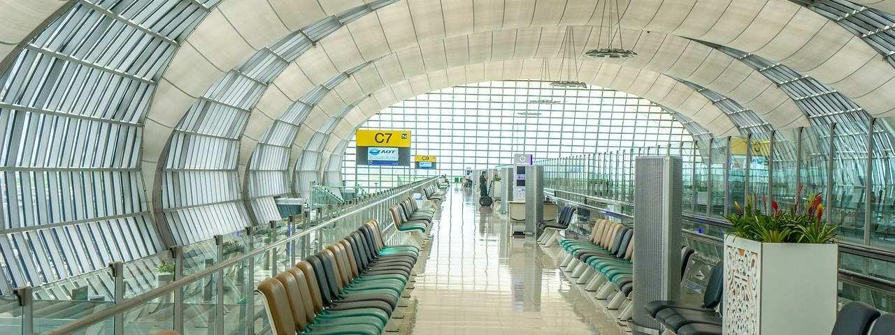 寂い空港の画像
